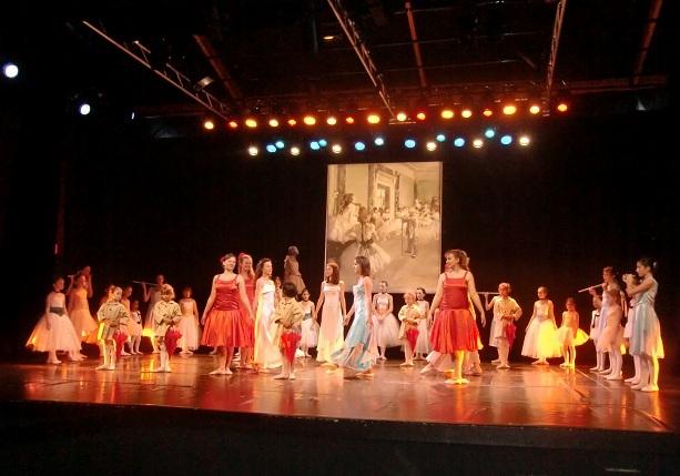 Toutes les danseuses en scène